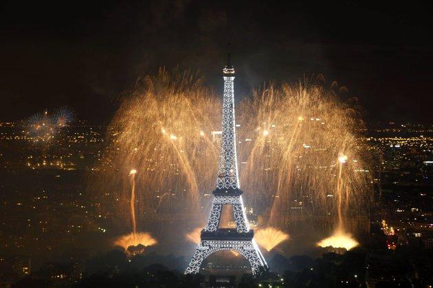 le feu d'artifice du 14 juillet dans Loïc la-tour-eiffel
