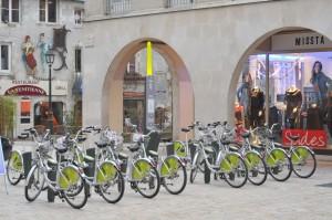 Orléans_station_Vélo'+_place_Louis_XI